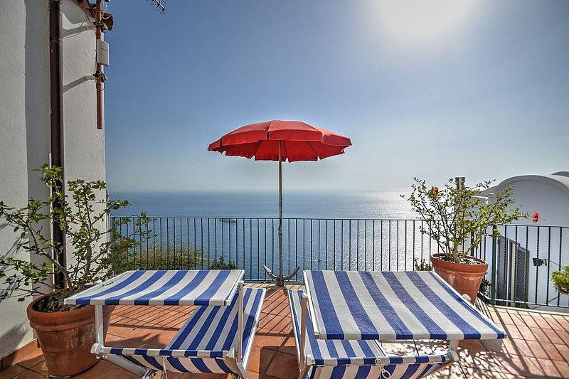 Amalfi Villa Sleeps 4 with Air Con - 5228868, holiday rental in Amalfi