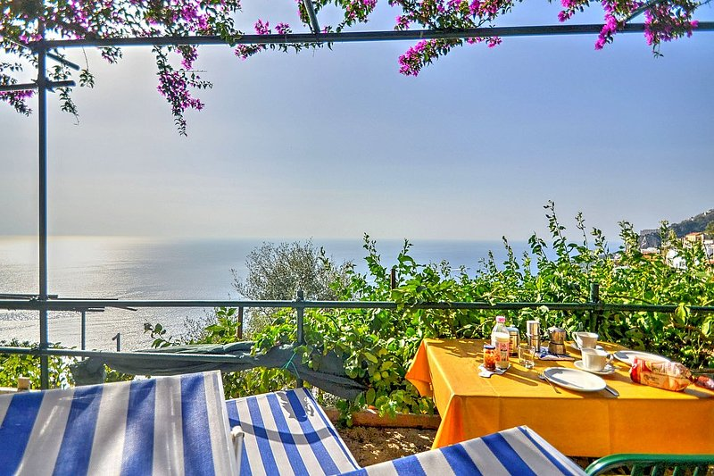 Amalfi Villa Sleeps 2 with Air Con - 5229453, holiday rental in Amalfi
