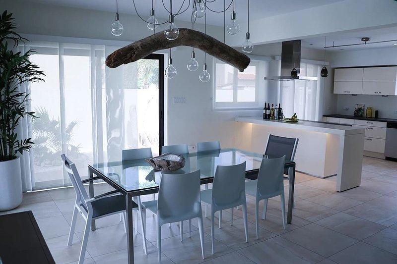 Exquisite Villa 4 Bedrooms own Pool Diamante 181, casa vacanza a Arasji