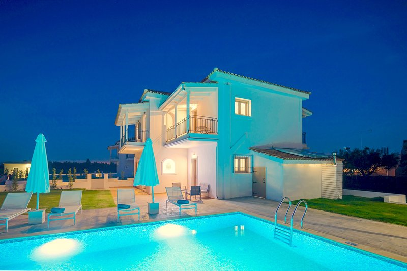 Villa Melograno IV with private swimming pool, holiday rental in Kalpaki