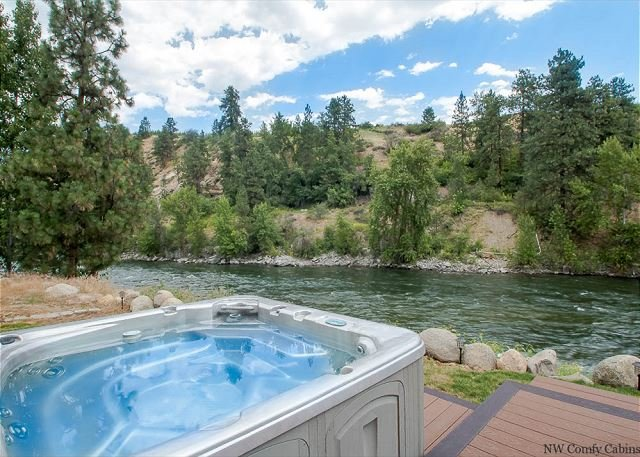 Views, wide open skies and privacy in riverside perfection