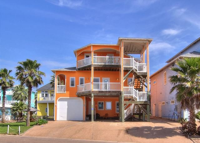 The Ultimate Beach House with Gulf Views!, alquiler de vacaciones en Port Aransas