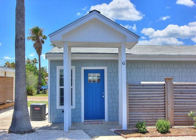 Cutest cottage in all of Port A! Brand new! Walk to the beach!, alquiler de vacaciones en Port Aransas
