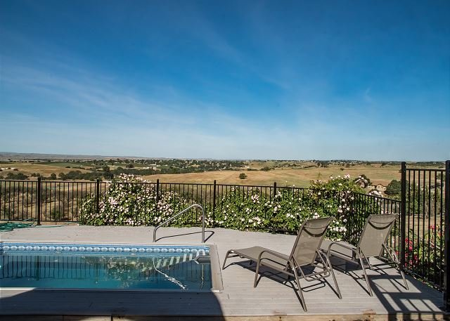 Hidden Acre Vineyard--Glorious Views and Privacy in Hilltop Vineyard Setting, alquiler vacacional en Shandon