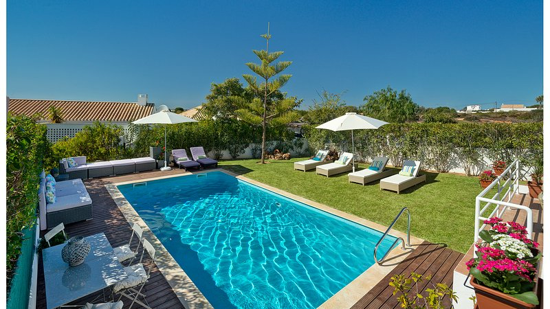Casa da Quinta - Lovely 3 bedroom Villa with stunning pool area, holiday rental in Guia