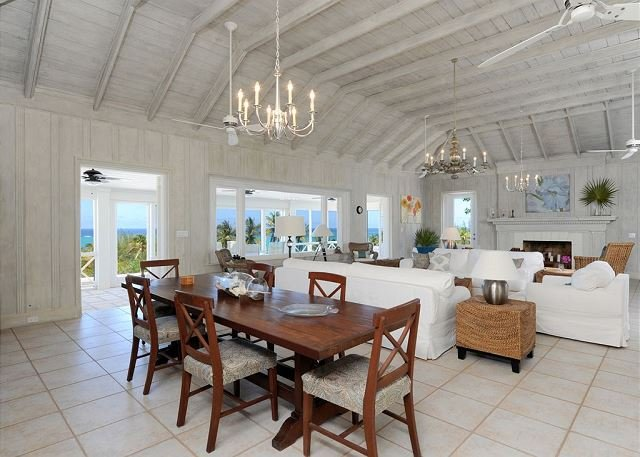 Restored Historic Beach Villa with Pool and Spectacular Views, location de vacances à Governor's Harbour