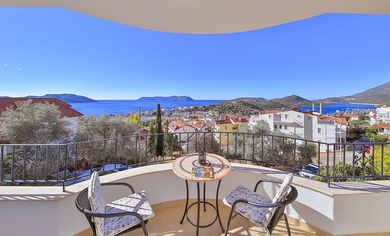 Mediterranean View, Kas town apartment with pool, holiday rental in Demre (Kale)