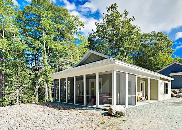 Sea Glass Cottage w/ Screened Patio - Minutes to Downtown & Acadia, vacation rental in Trenton