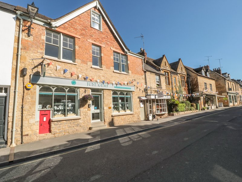POSTMASTERS LODGING, over three floors, in Winchcombe, holiday rental in Little Washbourne