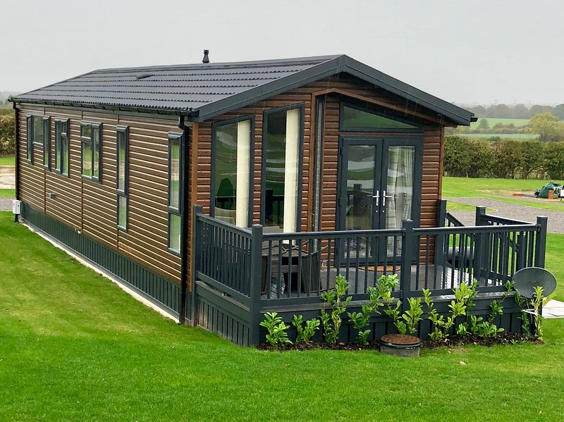 Luxury Lodge in North Yorkshire Dales near Thirsk, holiday rental in Bagby