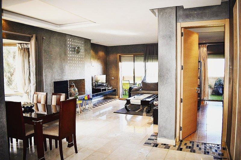 Marrakech Golf City. Appartement Cosy dans résidence haut standing avec Piscines, holiday rental in Lagouassem