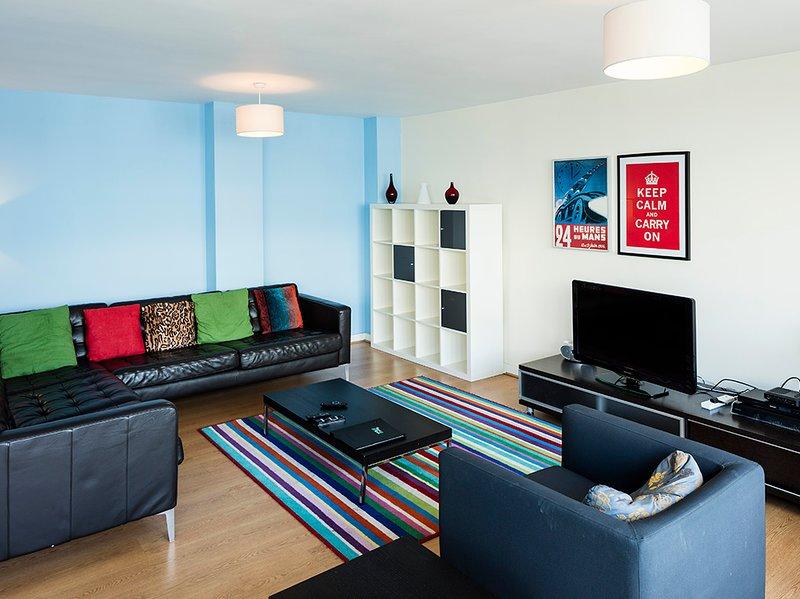 IDEAL LOCATION-BALLSBRIDGE 3BR APT-LONG BALCONY!!, holiday rental in Howth