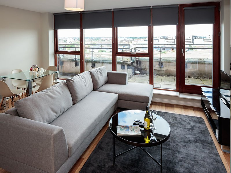 CLOSE TO IFSC-LUXURY 2BR-1BA APT IN DUBLIN-1, vacation rental in Howth