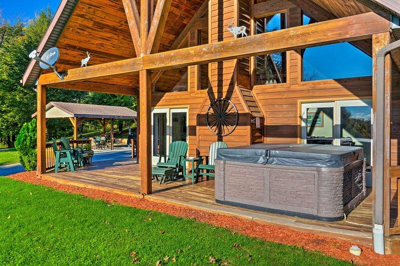 'Elk Terrace Lodge' tiene un jacuzzi y se asienta en más de 3 acres de terreno privado.