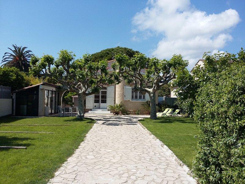 Petit Coin de Paradis à 3 mn à pied de la Plage. Situation Idéale, Sud, T.Calme, holiday rental in Saint-Cyr-sur-Mer