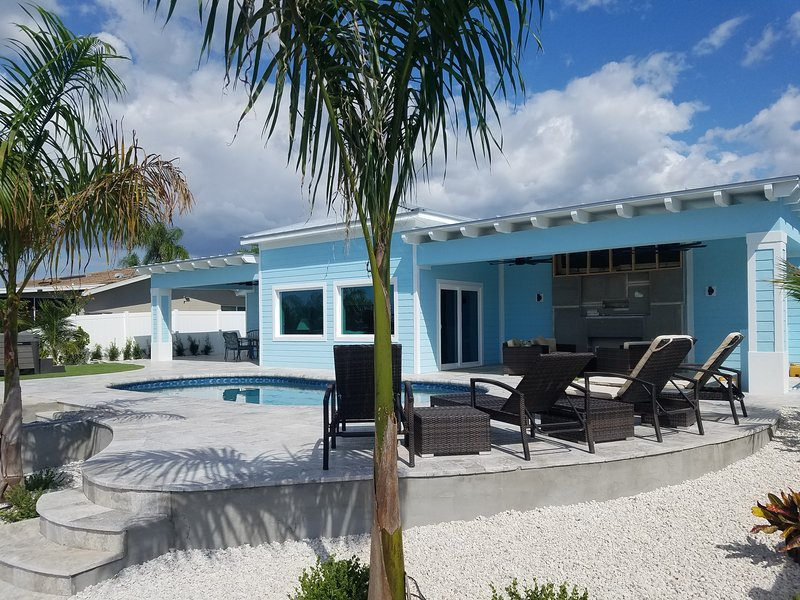 NEW High End Keys Style - Private Resort - Huge Dock, Pool, Spa, Fire Pit + More, holiday rental in Elfers