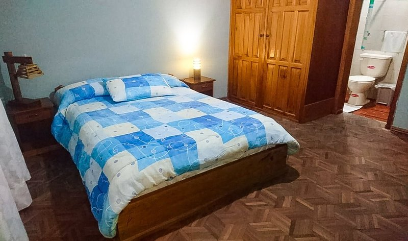 COMPLETE ROOM WITH PRIVATE BATHROOM, location de vacances à Cotacachi