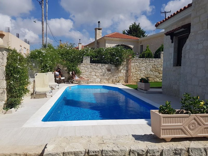TWINS HOUSE THE GORGEOUS STONE VILLA, holiday rental in Peza