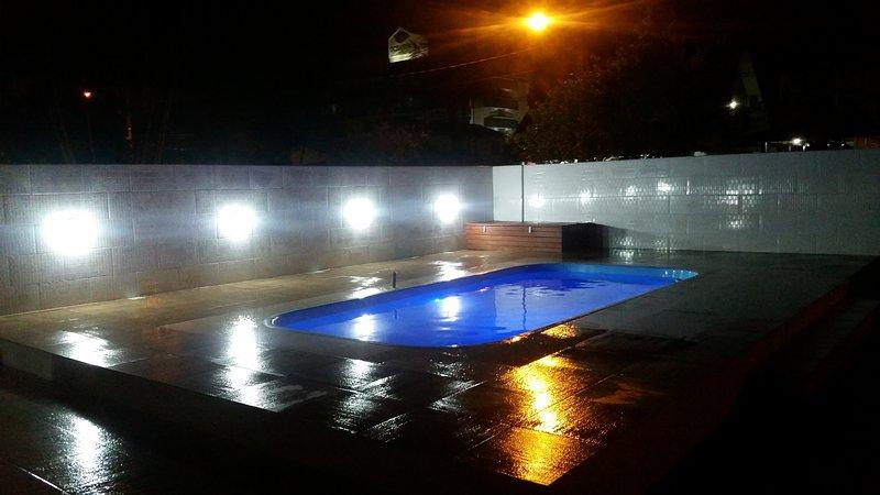 Casa c/piscina 200 metros da praia, alquiler de vacaciones en Florianópolis