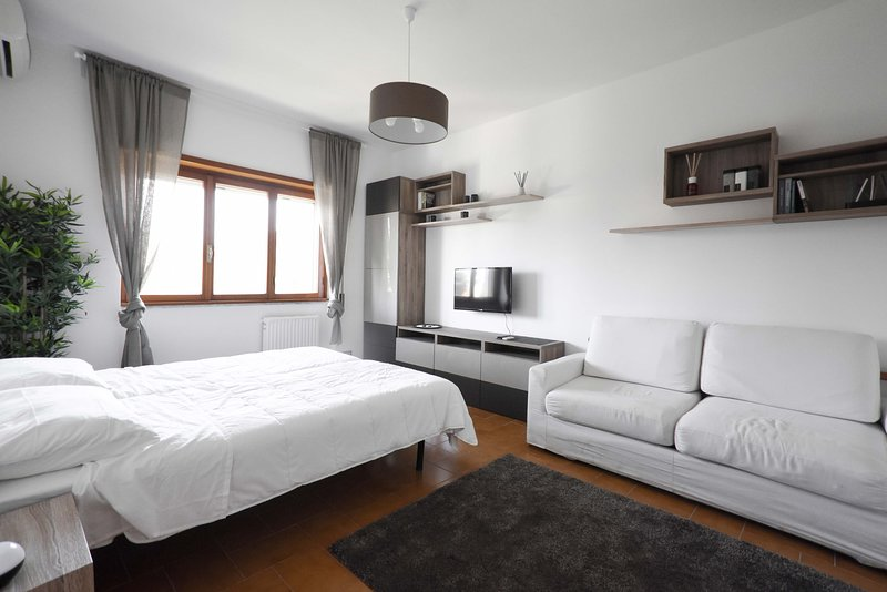 Camera dal design minimalista, vacation rental in Aranova