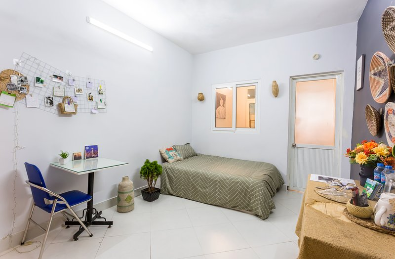 LINE9 Homestay | COMMODIOUS Apart 2BRs | City Center, holiday rental in Hanoi