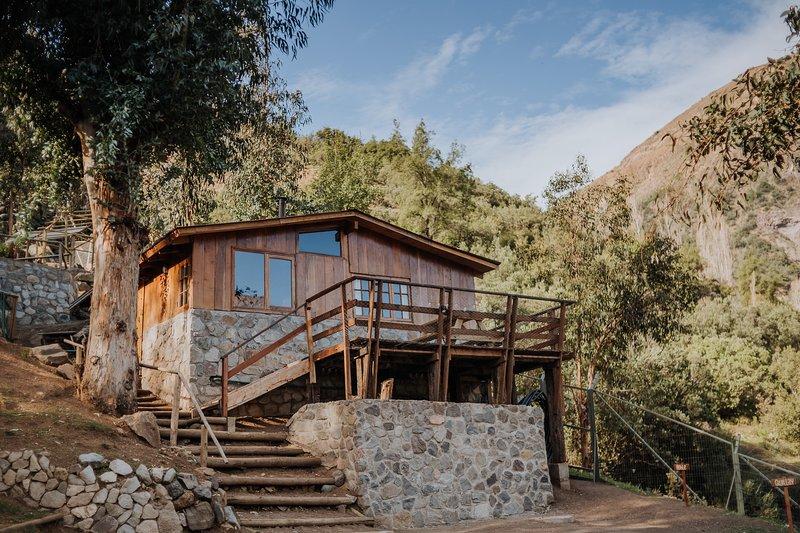 Roble - Cabaña de Montaña con Desayuno Incluído, holiday rental in San Jose de Maipo