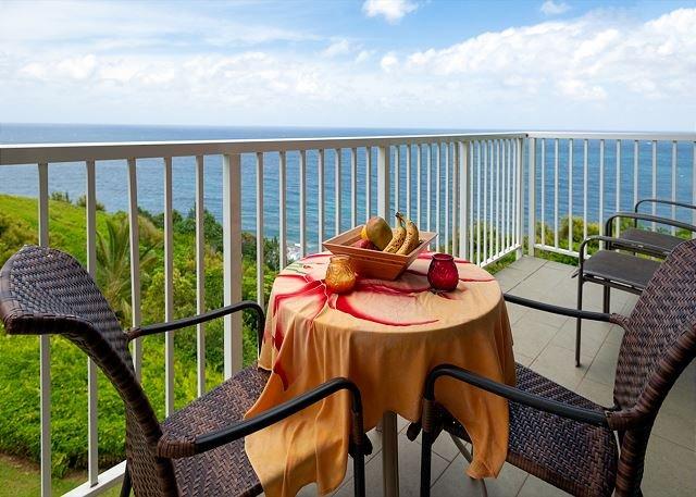 Alii Kai 5301-oceanfront views from every window, prime top floor corner!, vacation rental in Princeville