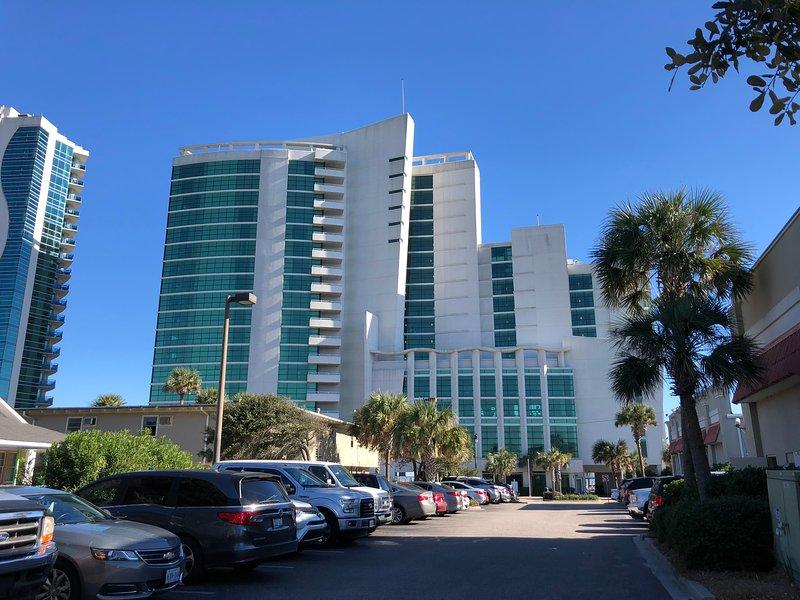Vista frontal del resort.
