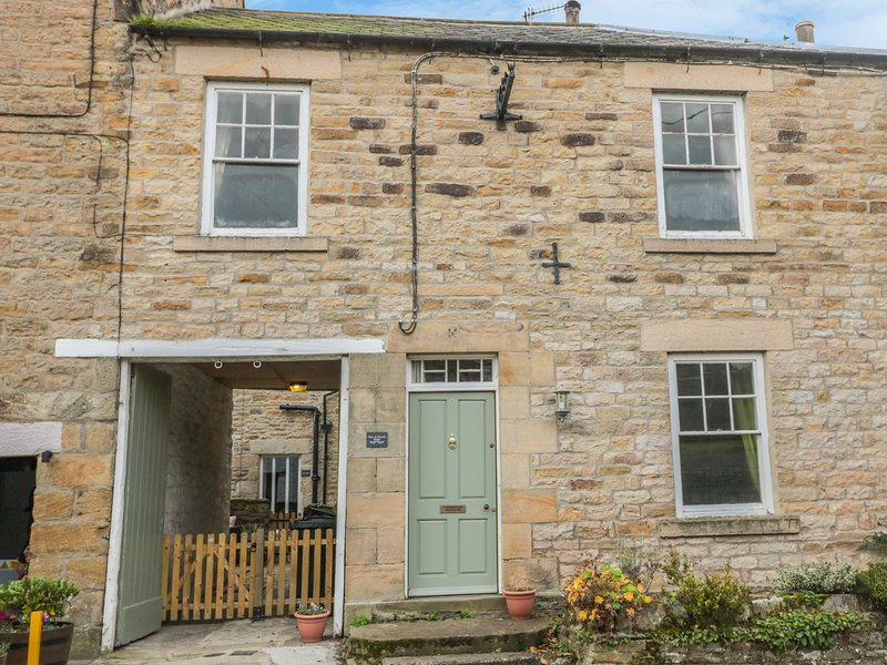 HARE & HOUNDS HOUSE, multi-fuel stoves, grade II listed, in Allendale, holiday rental in Haydon Bridge
