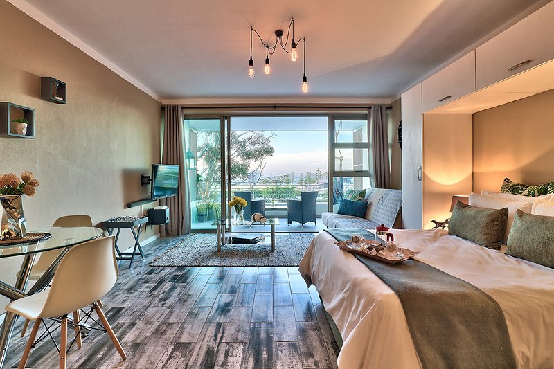 Afribode's Leonard's View, holiday rental in Green Point