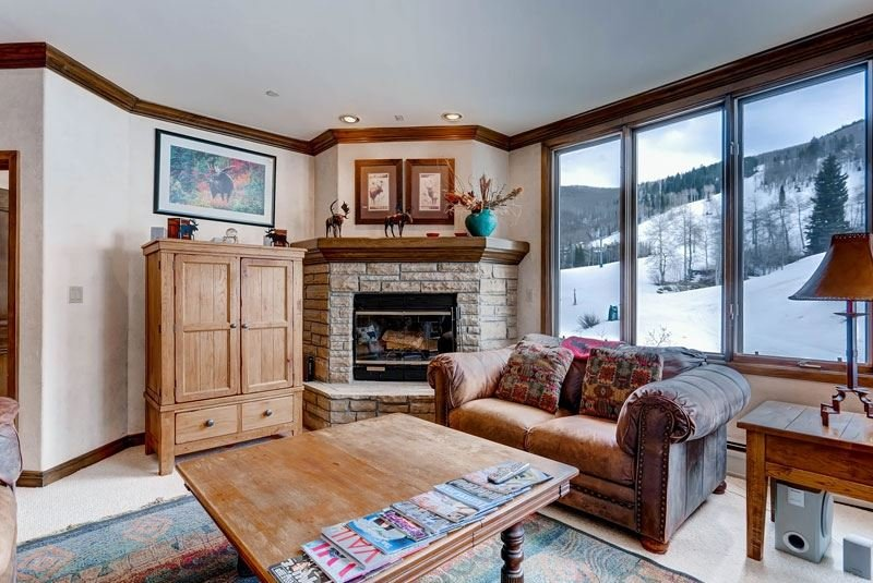 02_Highland-Slopeside-213_living-room-view.jpg