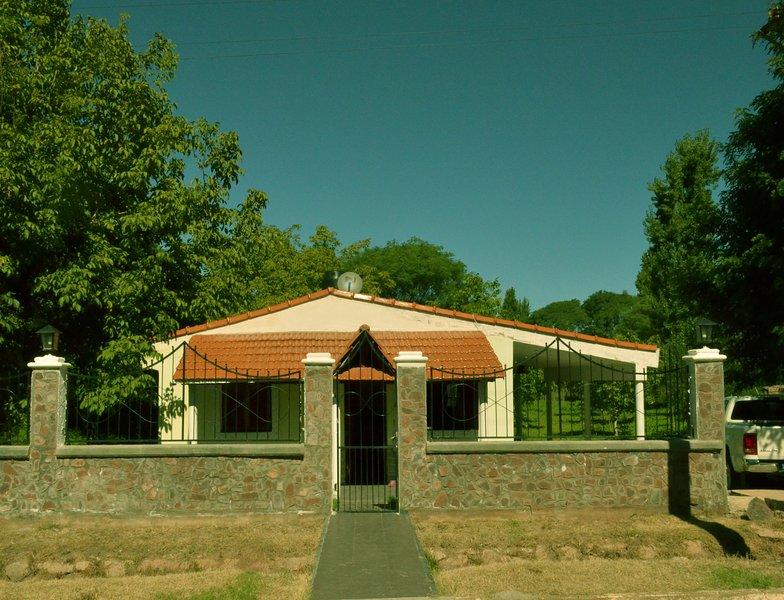 Casa con vista a la montaña para conectarse con la naturaleza, location de vacances à Chilecito