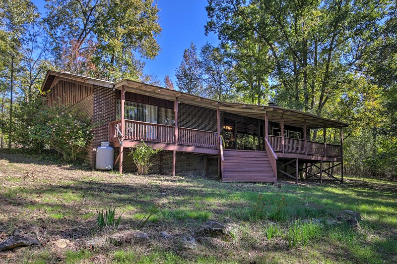Choose this spectacular Lincolnton home for a relaxing Georgia lake getaway!