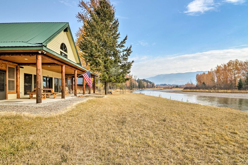 Kalispell Riverfront Home by Glacier National Park, casa vacanza a Creston