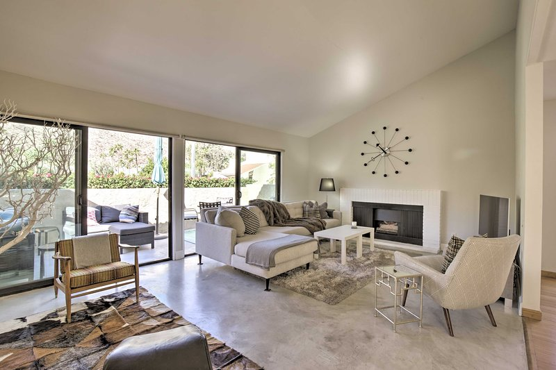 Condo w/Mountain Views-3mi to DT Palm Springs, holiday rental in Palm Springs