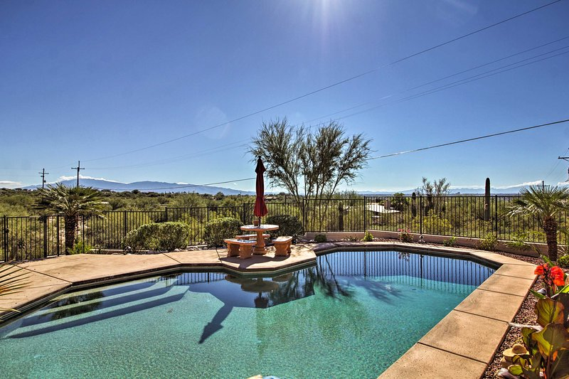 Updated Tucson Home w/ Panoramic Mtn Views & Pool!, holiday rental in Catalina Foothills