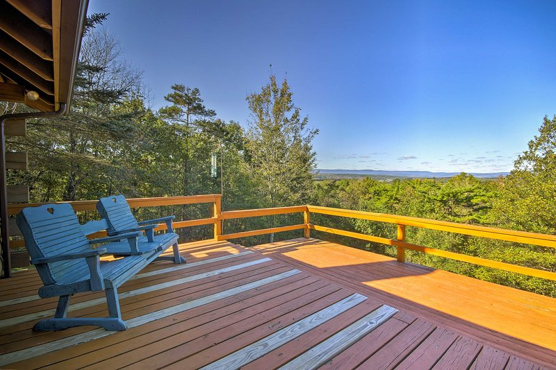 With a sprawling deck, gorgeous views, and beds for 14, this home is 5-star.