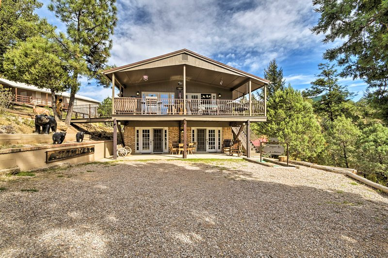 Book your New Mexico ski trip to this charming Ruidoso vacation rental today!
