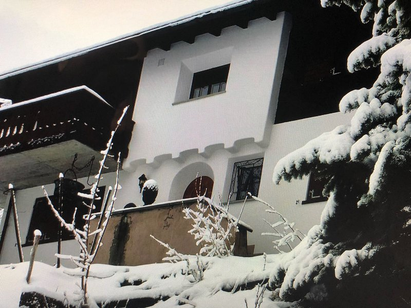 The CHALET HARFE Davos Wiesen, vacation rental in Alvaneu Bad