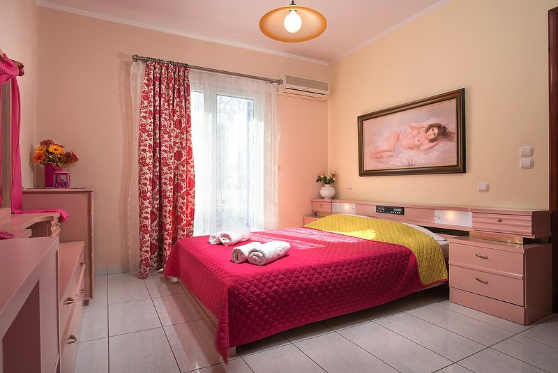 Angelica's  'Pink' Room in Adamas, holiday rental in Adamas