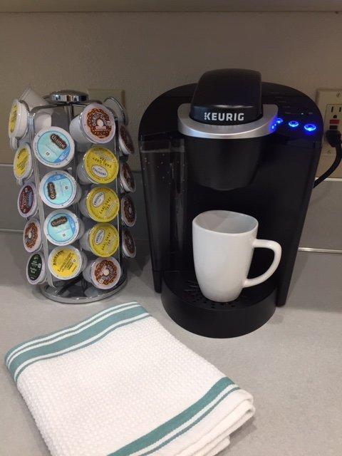 Cafetière - café frais tous les matins - tout ce que vous pouvez boire! Et un Starbucks dans la rue!