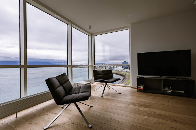 Luxury apartment downtown Reykjavik with stunning view over the city., vacation rental in Reykjavik