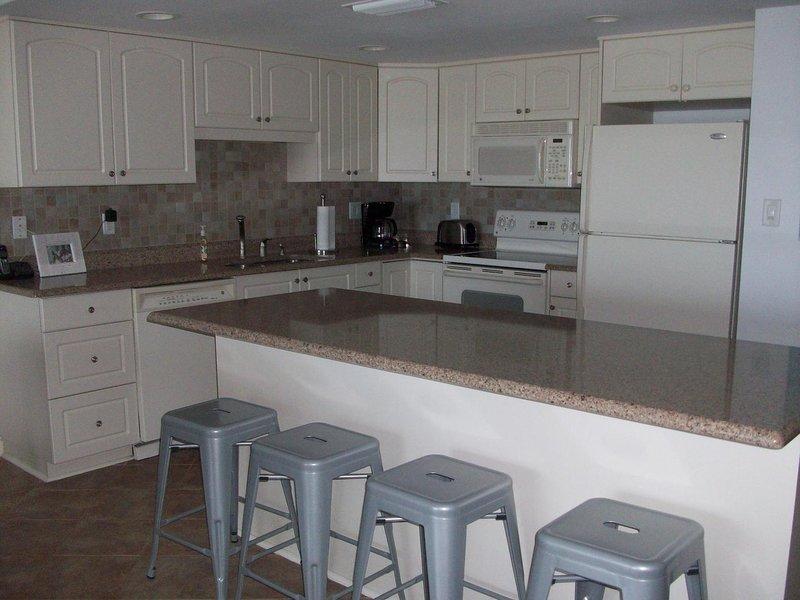 Ellis - Kitchen counter top/stools