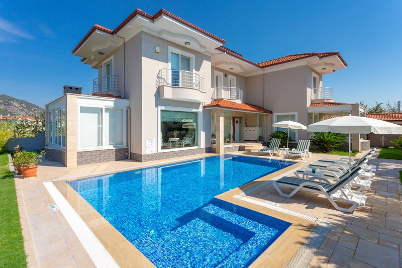 Villa Nirvana: Large Private Pool, A/C, WiFi, Car Not Required, Eco-Friendly, alquiler vacacional en Okcular