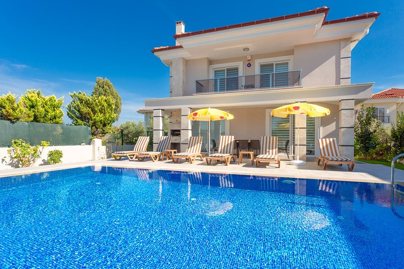 Villa Ozcelik: Large Private Pool, A/C, WiFi, Car Not Required, Eco-Friendly, alquiler vacacional en Okcular