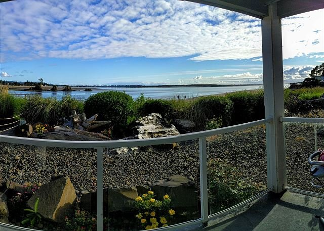 Bay front condo located in the heart of the Taft district of Lincoln City, location de vacances à Lincoln City