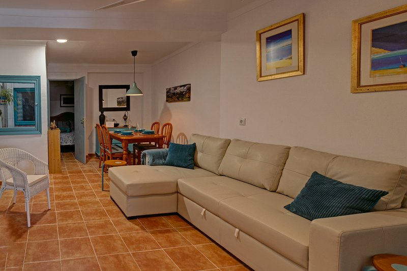 Stylish and comfortable apartment in Pueblo Blanco - Between Mountains and Sea, holiday rental in Sayalonga