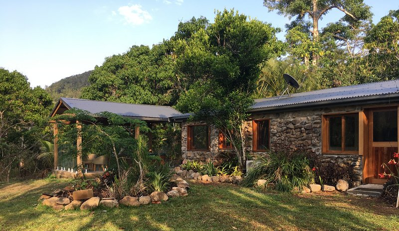 Luxury Retreat in the Whitsundays - Airlie Beach, location de vacances à Proserpine