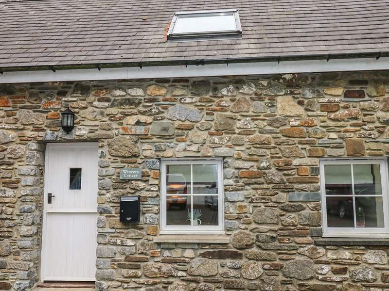 WEAVERS COTTAGE, barn conversion, open-plan, WiFi, Ref 974850, holiday rental in Newgale