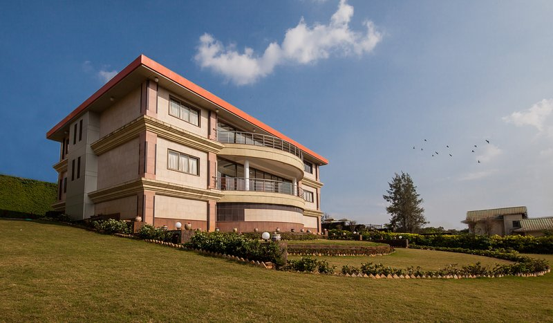Lawnside Maison by Vista Rooms, holiday rental in Panchgani